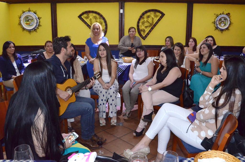 Antonio Orozco comparte con ganadores de Fidelity