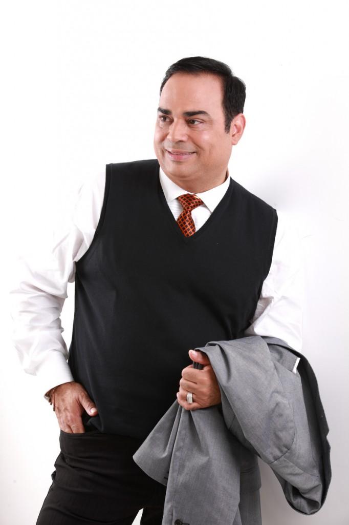 Gilberto Santa Rosa en el Coliseo José Miguel Agrelot