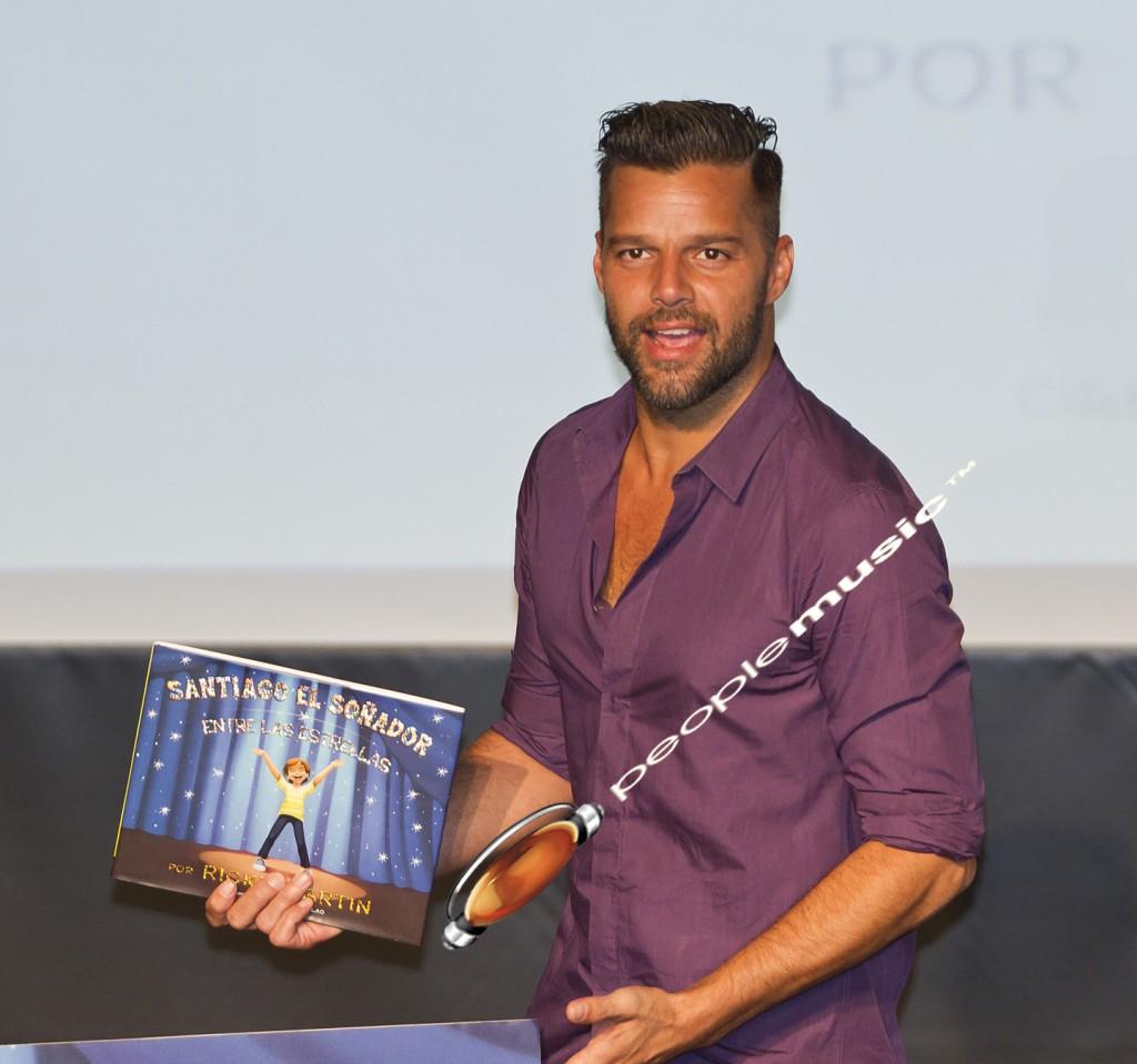 """Euforia total con Ricky Martin, en la firma de su libro """"Santiago el Soñador"""""""
