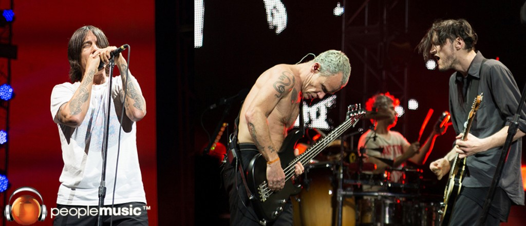 Los Red Hot Chili Peppers estremecen al Choliseo