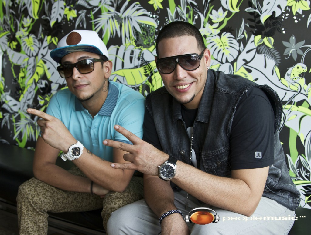 J KING & MAXIMAN Saludan a People Music