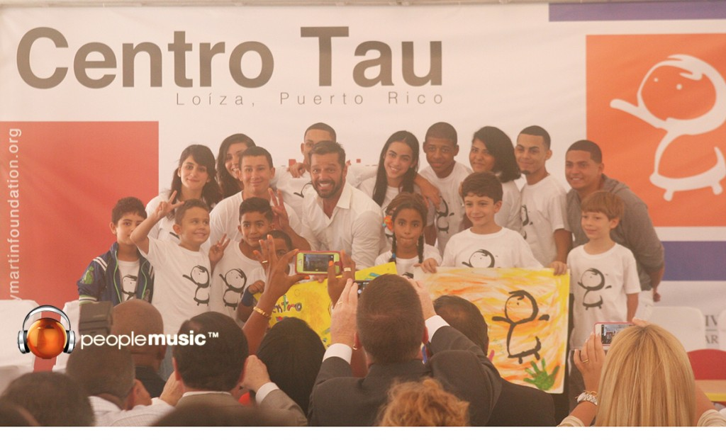 Ricky Martin inaugura el centro educativo Tau