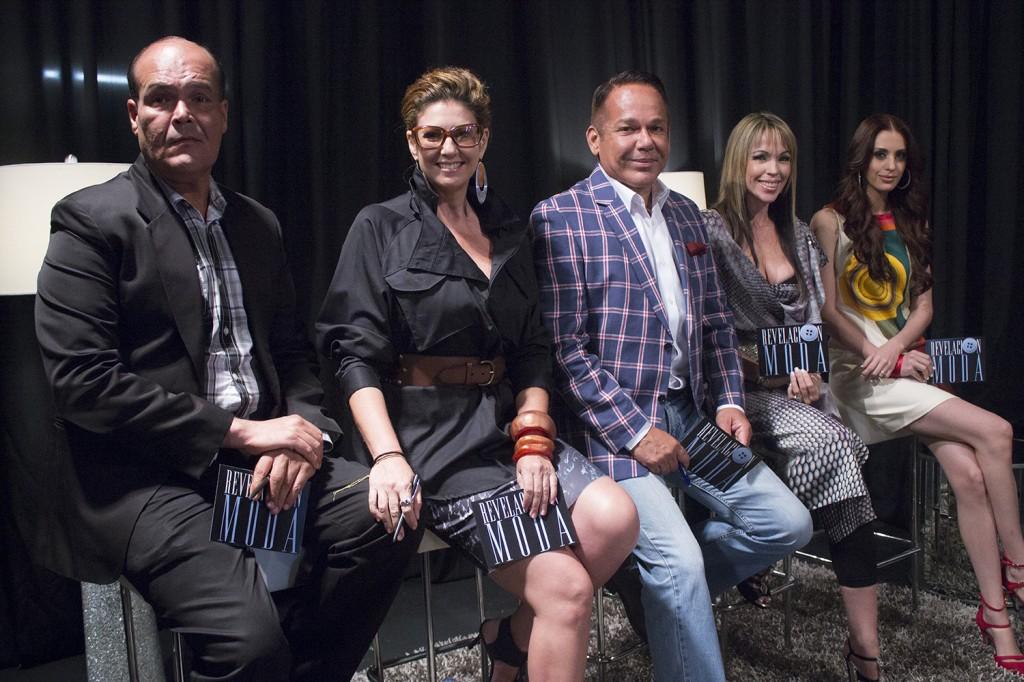 Carmen Jovet y Julián Gil retan a los diseñadores de Revelación Moda