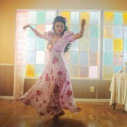 """Selena Gomez devela el sencillo en español """"De Una Vez"""""""