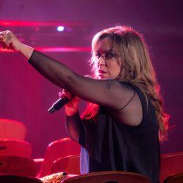 EDNITA…LIVE reconecta a la cantante con su fiel fanaticada