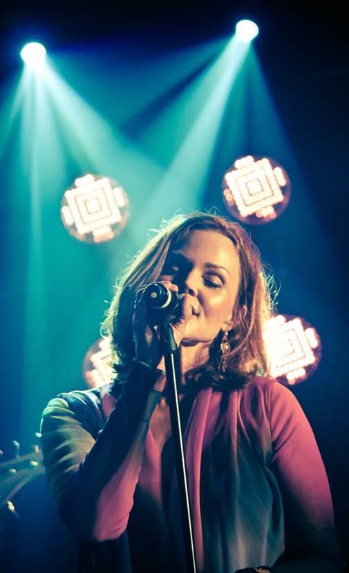 Belinda Carlisle Ex-Cantante de The Go-Go's Viene a Tremendo Party de los 80's