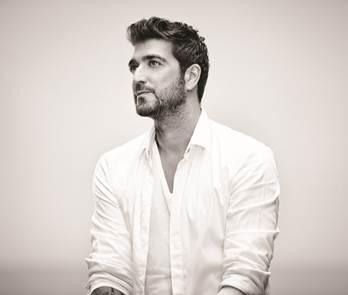 NO TE PIERDAS AL CANTANTE ESPAÑOL ANTONIO OROZCO EN EL ESPECTÁCULO 'TERRA LIVE MUSIC IN STUDIO'