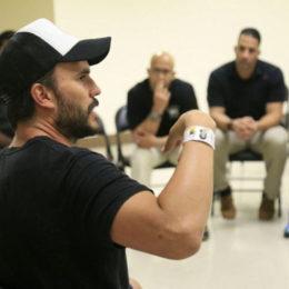 Actores confinados reciben un taller educativo de director de cine en Hollywood