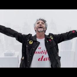 """FITO PAÉZ presenta su nuevo video """"LA CIUDAD LIBERADA"""""""