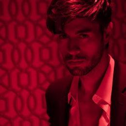 """ENRIQUE IGLESIAS estrena su nuevo sencillo """"EL BAÑO"""" feat. BAD BUNNY"""