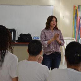 Yaire comparte experiencias de vida con confinadas