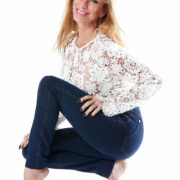 Sonya presenta la segunda colección de su línea de mahones