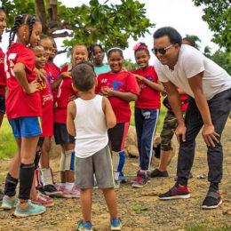 Natti Natasha y Pedro Martínez ofrecen un Mensaje de Esperanza a Familias en República Dominicana