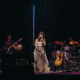 KANY GARCÍA estrenó su nuevo álbum MESA PARA DOS  en vivo desde Puerto Rico