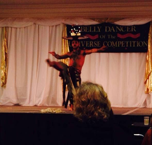 Karlos Khalil en Belly Dancer of the Universe