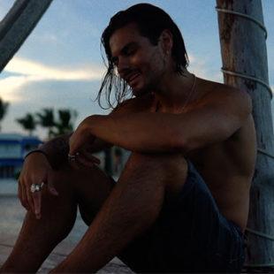 "ABRAHAM MATEO estrena su nuevo video musical ""NI TE IMAGINAS"""