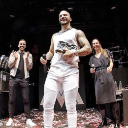"MALUMA recibe el galardón ""Diamond Play Button"""