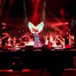 RAUW ALEJANDRO impacta a sus fanáticos con un concierto virtual