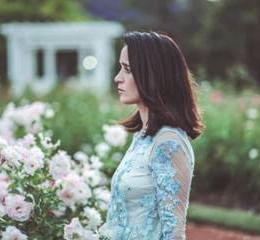 Julieta Venegas estrena video del sencillo Todo está aquí